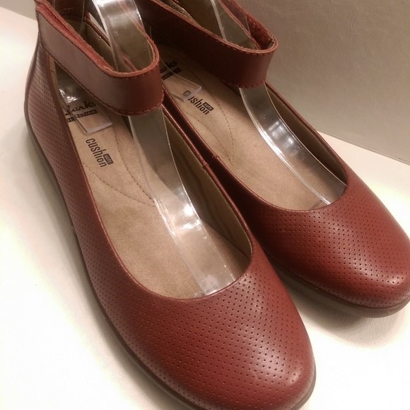 02670e74a8bb NWB Clarks MaryJane Wedge Nina 9W Red Ankle Strap